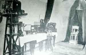 Aparatos de contralor científico del Gabinete Medianímico Experimental (Fuente: El Espiritismo, 6, No. 73, Junio 1928, p. 3).