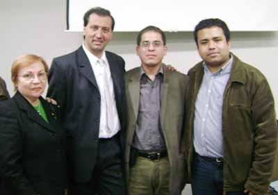 Integrantes del recientemente constituido Núcleo de Investigaciones en Psicología Anómala de Lima, María Amelia Aréstegui, Luis Espinosa y Pedro Tapia junto a Alejandro Parra.