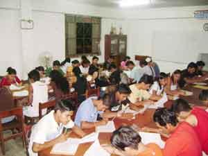 Vista parcial de los estudiantes participantes del estudio llevado a cabo por Parra y Espinoza en Pucallpa, Perú.