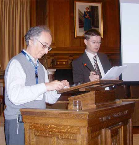 Chris Roe presenta a Brian Josephson, Premio Nobel interesado en parapsicolog�a.