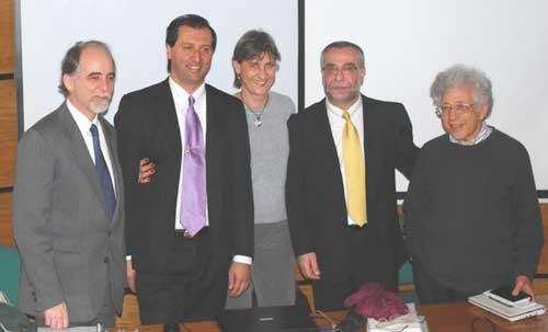 De izq. a der. Dr. Bernardo Nante, Alejandro Parra, Dr. Alicia Cayssials, Dr. Horacio Losinno, y Dr. David Maldavsky en el auditorio de posgrados de la UCES en Buenos Aires.