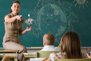 """Un periodista escéptico afirmó que los maestros de escuela """"fomentan las creencias paranormales en sus alumnos"""". Sin embargo, no existe ninguna evidencia empírica que defienda este argumento."""