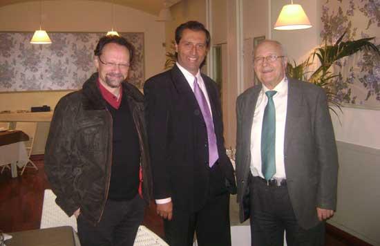 De izq. a der. Manuel Berrocal Muela, Alejandro Parra y Ramos Perera Molina después de la cena celebrada en Casa de Cantabria con miembros de la SEdP en Madrid.