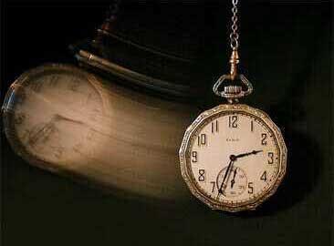 El experimento de Bem transgrede el dogma dominante del materialismo de que la materia sigue una secuencia en tiempo-reloj. La linealidad temporal en física clásica es un hecho que ha permanecido indiscutido durante la mayor parte del siglo XX.