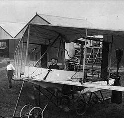 El conocido aviador W. John Dunne, soñaba que era perseguido por dos hombres y un perro, un evento que sucedió realmente al día siguiente.
