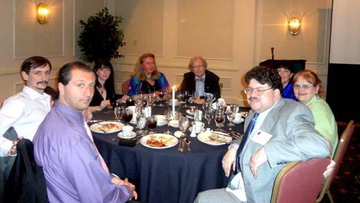 De izq. a der. Juan Manuel Cobetta, Fabiana Savall, Alejandro Parra, Thomas Robisheaux (y su esposa), Carlos S. Alvarado, Nancy Zingrone (detr�s, Kathy Dalton).