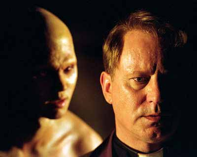 En el padre Merrin, sacerdote cat�lico y cient�fico del film El Exorcista: El Comienzo (2007) cuya fe se encuentra resquebrajada producto de su experiencia en un campo de concentraci�n nazi, se ve en la dicotom�a de tener que elegir quien vive y quien muere, evento que lo trauma de por vida.