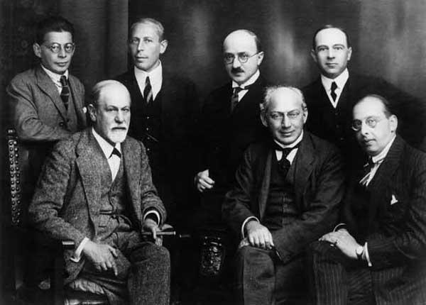 Freud compartía con sus discípulos del Comité de Viena su interés por la telepatía, Karl Abraham, Max Eitingon, Sándor Ferenczi, Otto Rank, Hanns Sachs y Ernest Jones en Septiembre de 1921. Eitingon y Jones lograron disuadir a Freud de su intención de presentar un estudio sobre telepatía en el Congreso en Berlín.