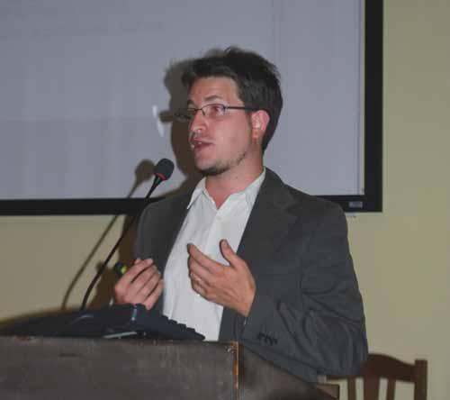 Renaud Evrard que expuso sobre el interés de Pierre Janet por lo paranormal y discutió la experiencia de oir voces en individuos sanos.