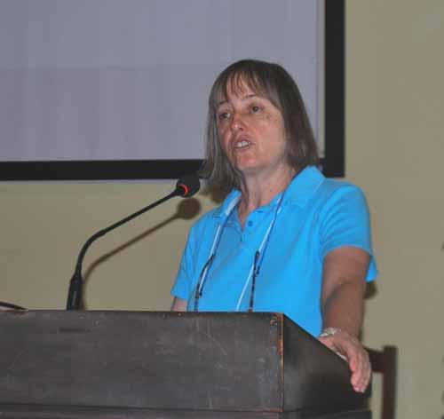 La estadística Jessica Utts expuso sobre el significado del efecto de magnitud, el problema de la replicación, y el poder estadístico en parapsicología.