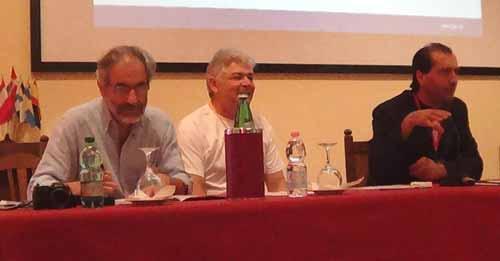 Massimo Biondi y Patrizio Tressoldi, representantes locales de la PA; junto a Alejandro Parra, durante la apertura de la convención.