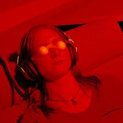 El experimento ganzfeld (del alemán campo homogéneo) es una técnica empleada en parapsicología para probar la percepción extrasensorial mediante una estimulación sensorial parcial -visual y auditiva). El aislamiento de las entradas sensoriales (sentidos) genera impresiones en el interior del individuo. Estudios recientes ponen de manifiesto que los experimentos ganzfeld ofrecen resultados que se desvían de la aleatoriedad hasta un nivel estadístico significativo.