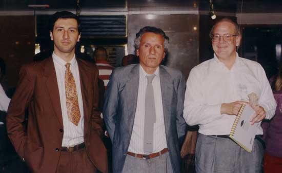 Los autores junto a Raymond Moody durante una visita a Buenos Aires, para el Primer Congreso Internacional: Vida Después de la Vida en Abril de 1995.