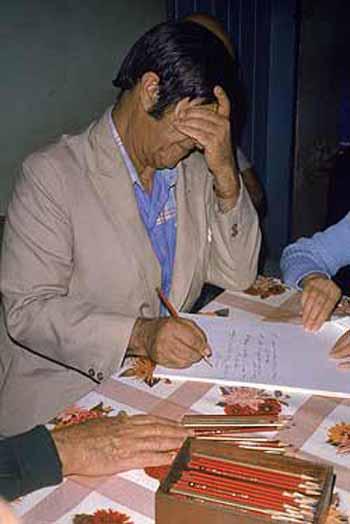 Se evaluaron las cartas psicografiadas del médium Chico Xavier en respuesta a las solicitudes de familiares que buscaban un contacto espiritual con sus parientes fallecidos. Por la lectura de las cartas, los investigadores relevaron todos aquellos items que podrían ser empíricamente verificados. Las cartas de Xavier canalizaban informaciones precisas que sugirieren que las explicaciones normales (fraude, fuga de informaciones o lectura en frío) serían muy poco plausibles.