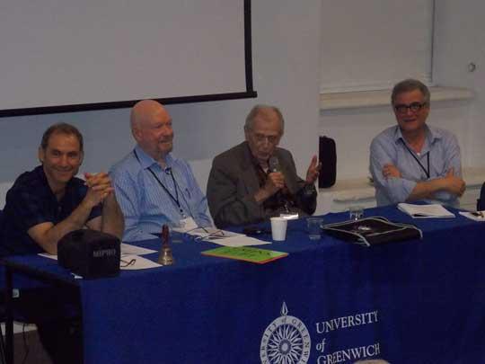 De izq. a der. Mario Varvoglis, James Carpenter, Stanley Krippner y Eberhard Bauer dieron su particular visión de lo vivido, explorado y aprendido en su formación como profesionales de la investigación psi.