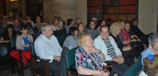 Detalle del público participante en el Salón del Museo Roca.