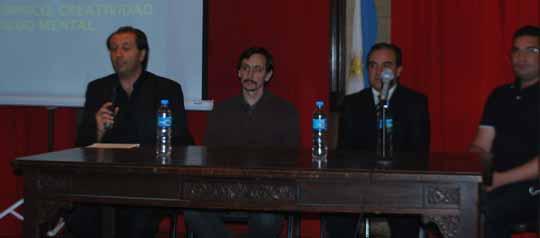 De izq. a der. el psicoanalista Juan Manuel Corbetta, el psiquiatra Sabino A. Luna y el medium Florencio Anton en el Museo Roca, como moderador Alejandro Parra.