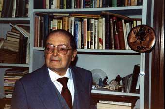 El psicoanalista parapsicólogo italiano Emilio Servadio (1904-1995). En la Conferencia Internacional de Royaumont, en Francia, de Martino y el psicoanalista Servadio, aceptaron la propuesta de expedición científica en estas tierras exóticas, la Lucania rural, para observar a los brujos curanderos, y documentar sus tratamientos terapéuticos.