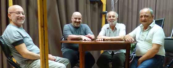 Imagen 9: De izq. a derecha: Stephen Braude junto a Ariel Farías, Juan Gimeno y Darío Burgo, en el Instituto de Psicología Paranormal.