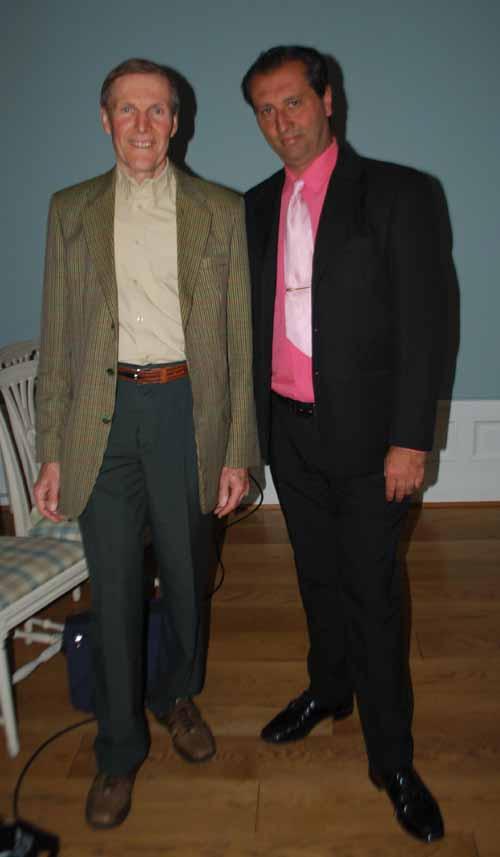 Junto a Jon Mannsåker en la Norsk Parapsykologisk Selskap (Sociedad Nórdica de Parapsicología) en Oslo, Noruega.