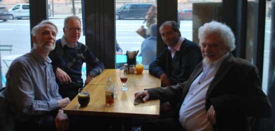 Cena junto a Göran Brusewitz en la Sällskapet för Parapsykolgisk Forskning (Sociedad de Investigaciones Psiquicas) en Estocolmo, Suecia. En la mesa, Erik Nissen y Jan Fjellander.