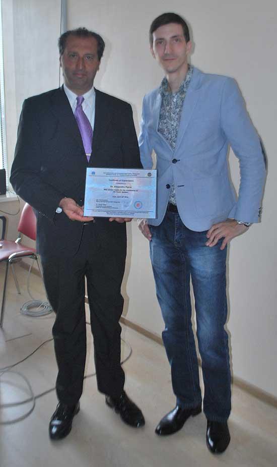 En el Centro Ucraniano de Investigación Parapsicológica en Kiev, Ucrania, junto a Sergii Vakal.