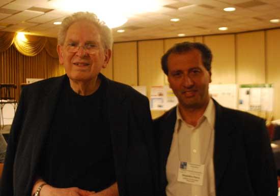 Alejandro Parra junto al físico Russell Targ, co-fundador del Instituto de Investigación de Stanford que apoyó el programa de investigación de la percepción extrasensorial subsidiado por la Agencia de Inteligencia Norteamericana (CIA) y la Agencia de Inteligencia de Defensa (DIA).