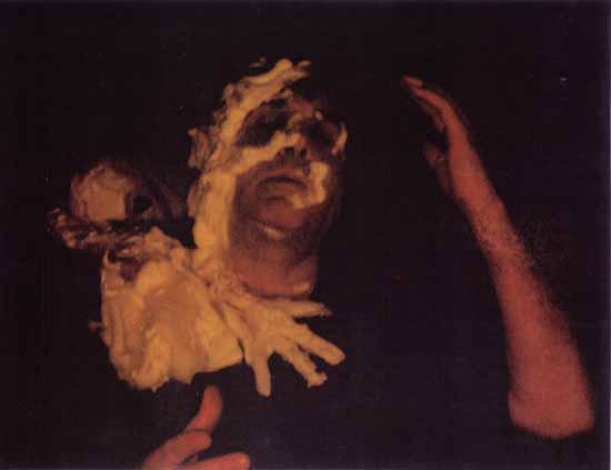 Fulvio Rendhell, en los años 70, era un medium italiano que ejerció sus cualidades excepcionales en el Círculo Espiritista Navona 2000. Rendhell llevó a cabo su espiritualidad con alta calidad. Sus fenómenos son de un amplio rango: apariciones fantasmales, materializaciones, ectoplasmas totales y parciales, caras y manos espirituales, levitación de personas y objetos, aportes impresionantes, movimientos de las mesas hasta el techo y de un lado a otro del pasillo.
