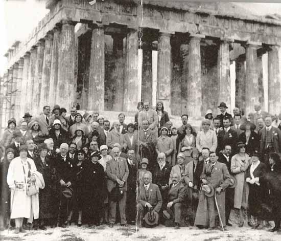 Arriba, Cuarta Conferencia Internacional de Investigación Psíquica celebrada en Atenas, en 1930. Abajo, 87 años después en la Convención Anual de la Parapsychological Association.