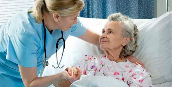 Los profesionales en cuidados paliativos pueden no tener suficiente confianza en su capacidad para abordar cuestiones espirituales. Específicamente, hay evidencia que sugiere que existe una comprensión, por parte los profesionales de los cuidados paliativos, de lo que constituye una necesidad espiritual y cómo se debe abordar.