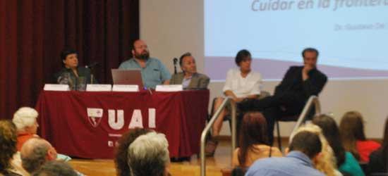 De izq. a der. Gustavo Cia, Andres Tocalini, Gustavo de Simone, Gloria Miguens y Alejandro Parra. Presenta Juan Manuel Corbetta.