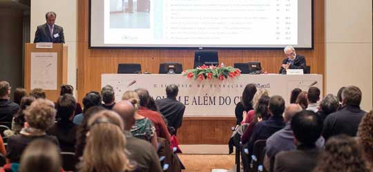 "Durante el Undécimo Simposio ""Aquem e Alem do Cerebro"" en Oporto, Portugal."
