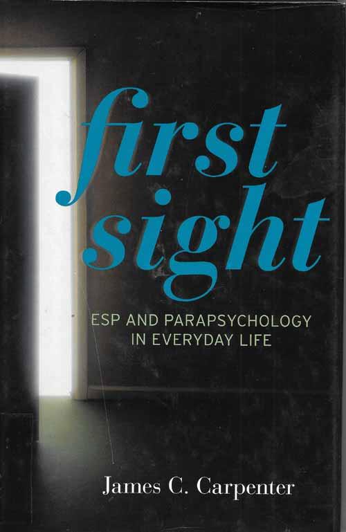 """La Teoría de la Primera Vista es una teoría psicológica que intenta dar cuenta de lo que significa psi, cómo funciona y cómo encaja con lo que sabemos actualmente sobre el funcionamiento psicológico. Sugiere qué psi es """"para"""" la vida cotidiana, y difiere de la expresión coloquial """"segunda vista"""" que sugiere que las experiencias psi son raras o misteriosas."""