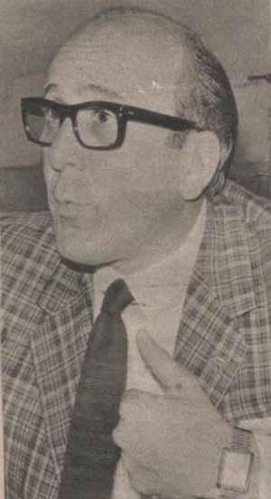 Luis Alberto Sobrino Aranda nació en 1929. Se graduó como abogado y fue delegado organizador de la CGU en la ciudad de Rosario, Santa Fe. Fue interventor del Partido Justicialista de la Provincia de Santa Fe y resultó electo diputado nacional del Movimiento de Integración y Desarrollo.