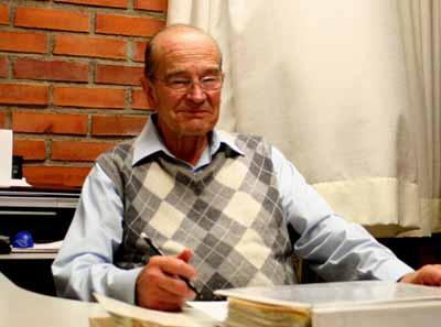 Un hermano jesuita en México, Alfonso González Quevedo, dos años menor, ingresó en la Compañía, y en 1961 fue enviado a México. Estudió física y se matriculó en la UNAM. Ambos hermanos trabajaron juntos en el CLAP, en San Pablo.