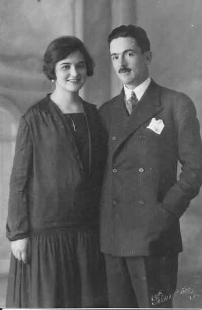 Sus padres, Manuel González-Quevedo y Montfort y Angeles Bruzón. El padre era ingeniero, miembro y propagandista de la Comunión Tradicionalista Española, y su madre, que era de origen inglés, quedó viuda a los 32 años, con siete hijos.