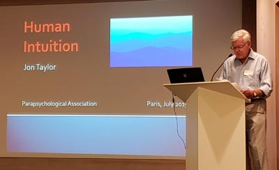 Jon Taylor de España presentó su modelo teórico de la intuición.