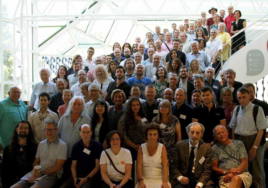 Foto grupal de los participantes de la Sexagésimo Segunda Convención Anual de la Parapsychological Association, en hotel FIAP Jean Monnet de Paris.