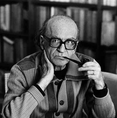 Mircea Eliade (1907-1986) enfatizó el estado extático en su definición de chamanismo. Se creía que el chamán dejaba su cuerpo y ascendía al cielo o descendía al inframundo. Esta experiencia del yo como algo separado del cuerpo se manifiesta no solo en el chamanismo, sino también en todas culturas del mundo.