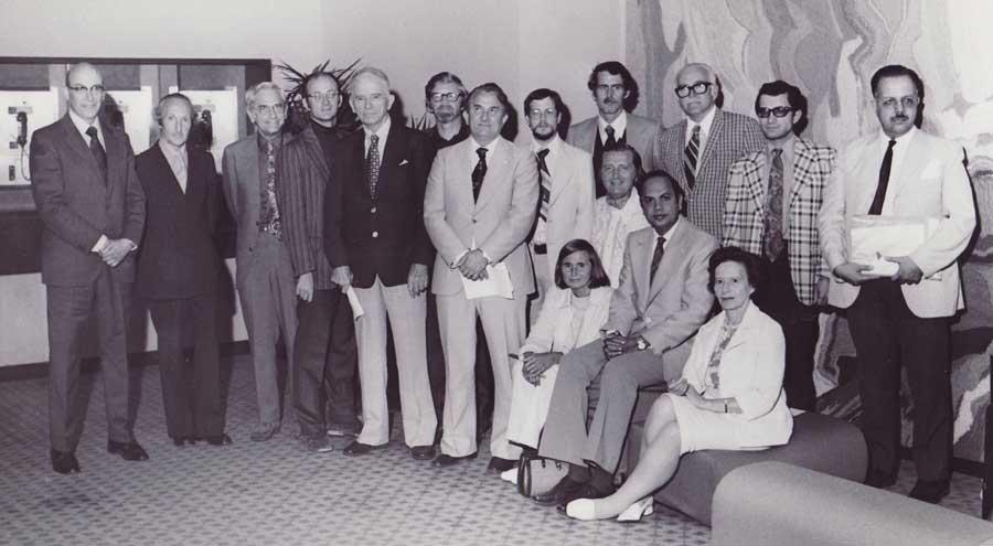 Novillo Paulí en la foto grupal en la Convencional Anual de la Parapsychological Association, en Durham, en 1971. En la foto, entre otros, (de pie) el Dr. J.B.Rhine.
