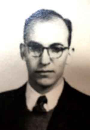 Héctor Enrique Novillo Paulí (1919-1989). sintió la vocación religiosa que cumplió ingresando al Seminario Menor de la Compañía de Jesús en 1936. Estudió literatura y humanidades, y se graduó como profesor de química en el Colegio Máximo de San Miguel en Buenos Aires.