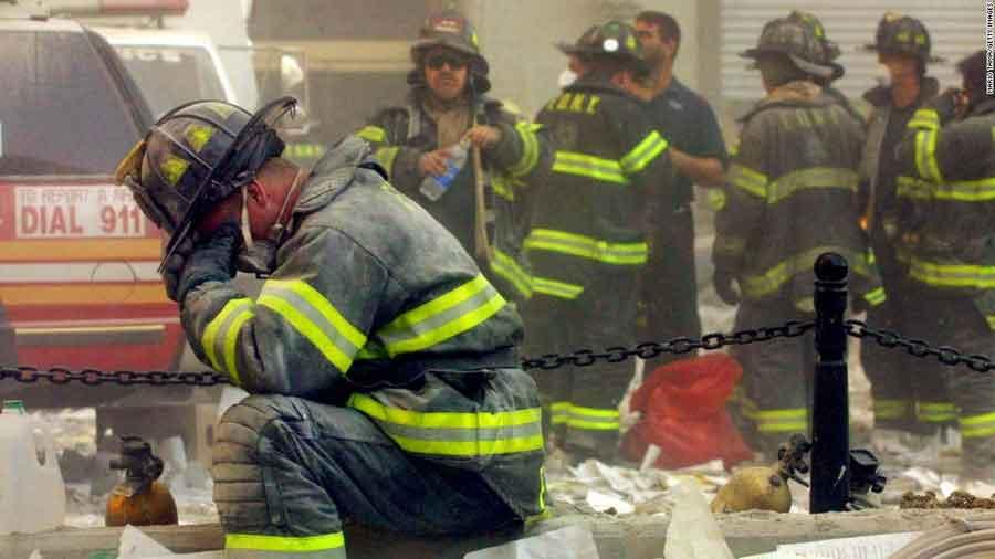 Muchos profesionales de la salud, policías, bomberos y voluntarios acuden en ayuda de las personas en riesgo y heridos. Las víctimas que han sobrevivido a los eventos próximos a la muerte y sus seres queridos, los socorristas, y los profesionales de la salud deben estar al tanto de estas experiencias.