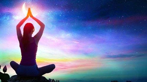 Las experiencias espirituales contribuyen al desarrollo de la inteligencia espiritual. La evidencia también respalda la existencia de individuos altamente calificados y/o dotados en sus habilidades espirituales.