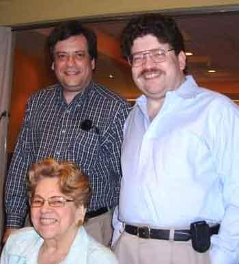 Encuentro familiar de ambos hermanos con su mamá Ileana Vélez.