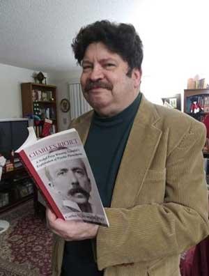 Orgulloso con su primer libro impreso, una biografia del Premio Nobel Charles Richet (1850-1935).